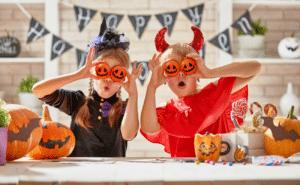 Halloween Kinder mit Kostümen